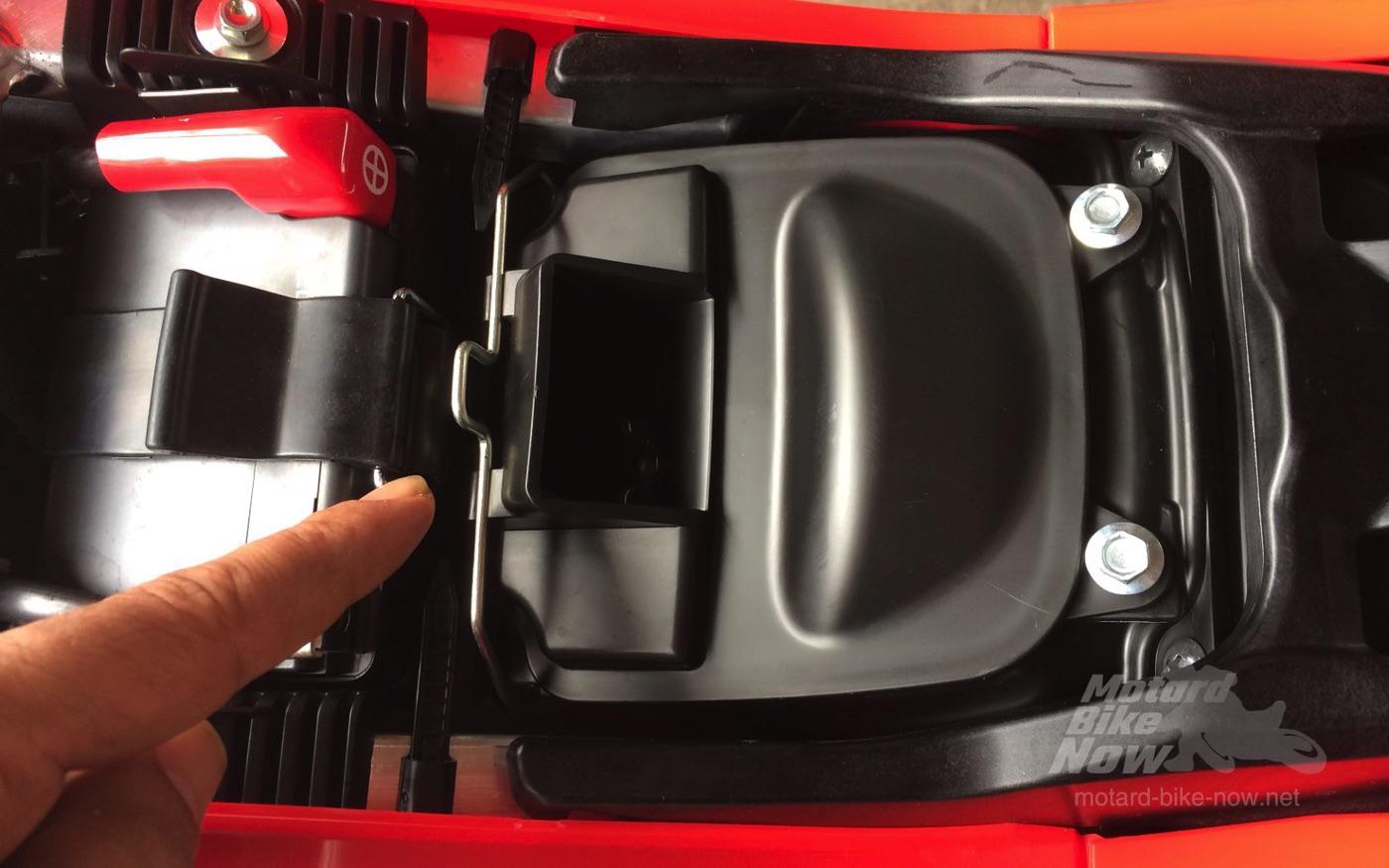 CRF450L エアボックス開口部