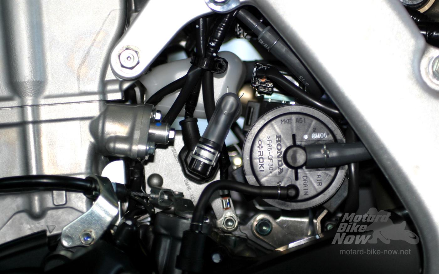 CRF450L エンジン左側